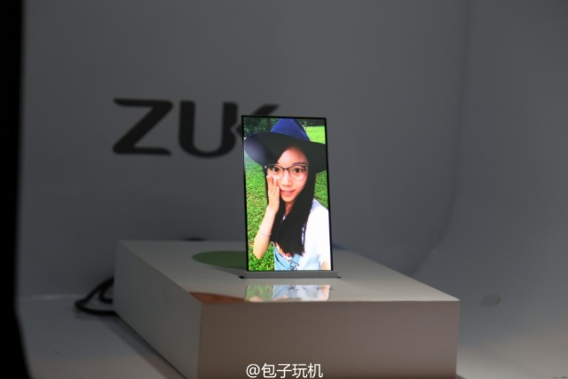ZUK-transparent-screen-phone-prototype-2-640x427